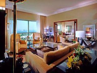 Sheraton Khalidiya Abu Dhabi Hotel Abu Dhabi - Suite Room