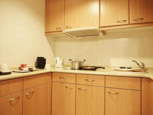 Harbour Plaza North Point Hotel Hong Kong - One Bedroom Suite - Kitchen