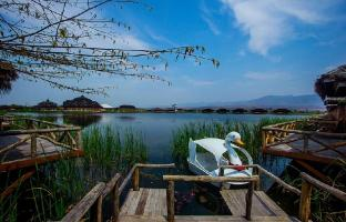 /royal-nadi-resort/hotel/inle-lake-mm.html?asq=jGXBHFvRg5Z51Emf%2fbXG4w%3d%3d