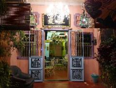 Cheap Hotels in Penang Malaysia | Decoupage Holiday House