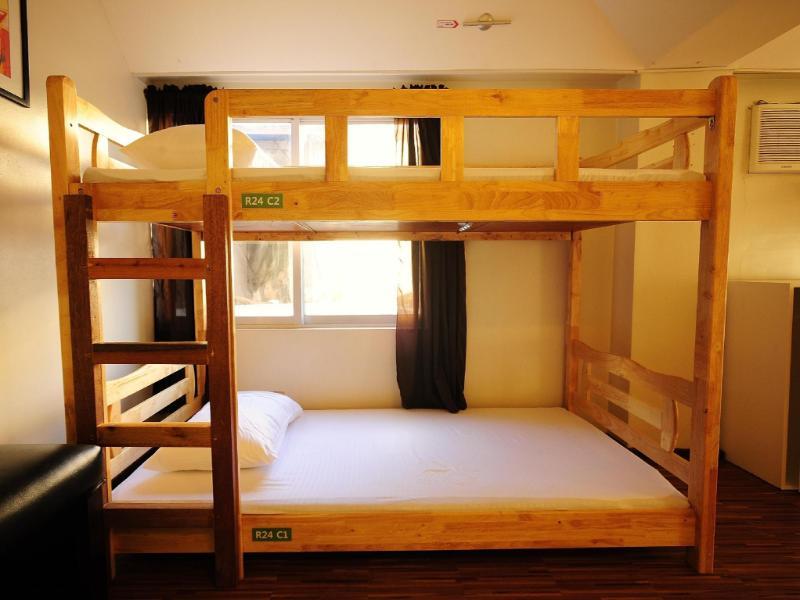 YB ホステル (YB Hostel)