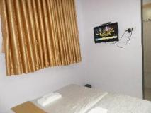 Hotel Pratham Executive: guest room