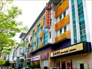 7 Days Inn Shenzhen Longhua Qinghu Subway Branch