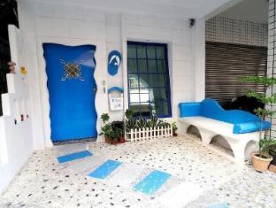 Blue and White Slippa Leisure House Siziwan