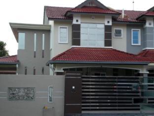 Home2U Guesthouse Bukit Indah