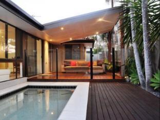 Oceanic 60 Beach House