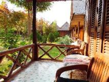 Phou Iu II Bungalow: balcony/terrace
