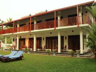 /es-es/lagoon-bentota-hotel/hotel/bentota-lk.html?asq=5VS4rPxIcpCoBEKGzfKvtE3U12NCtIguGg1udxEzJ7nKoSXSzqDre7DZrlmrznfMA1S2ZMphj6F1PaYRbYph8ZwRwxc6mmrXcYNM8lsQlbU%3d