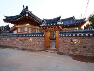 /da-dk/sodamjeong-hanok-guesthouse/hotel/gyeongju-si-kr.html?asq=vrkGgIUsL%2bbahMd1T3QaFc8vtOD6pz9C2Mlrix6aGww%3d