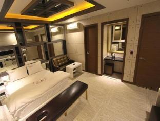 /talk-motel/hotel/daegu-kr.html?asq=vrkGgIUsL%2bbahMd1T3QaFc8vtOD6pz9C2Mlrix6aGww%3d