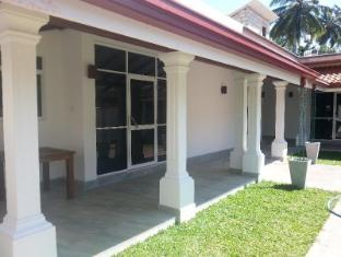 Ruth Villa Negombo