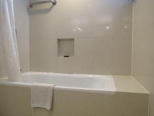 G Hotel Manila - Bathtub