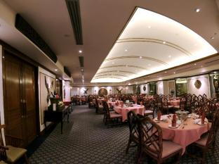 Riverside Majestic Hotel Kuching - River Palace Restaurant