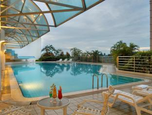 Riverside Majestic Hotel Kuching - Swimming Pool