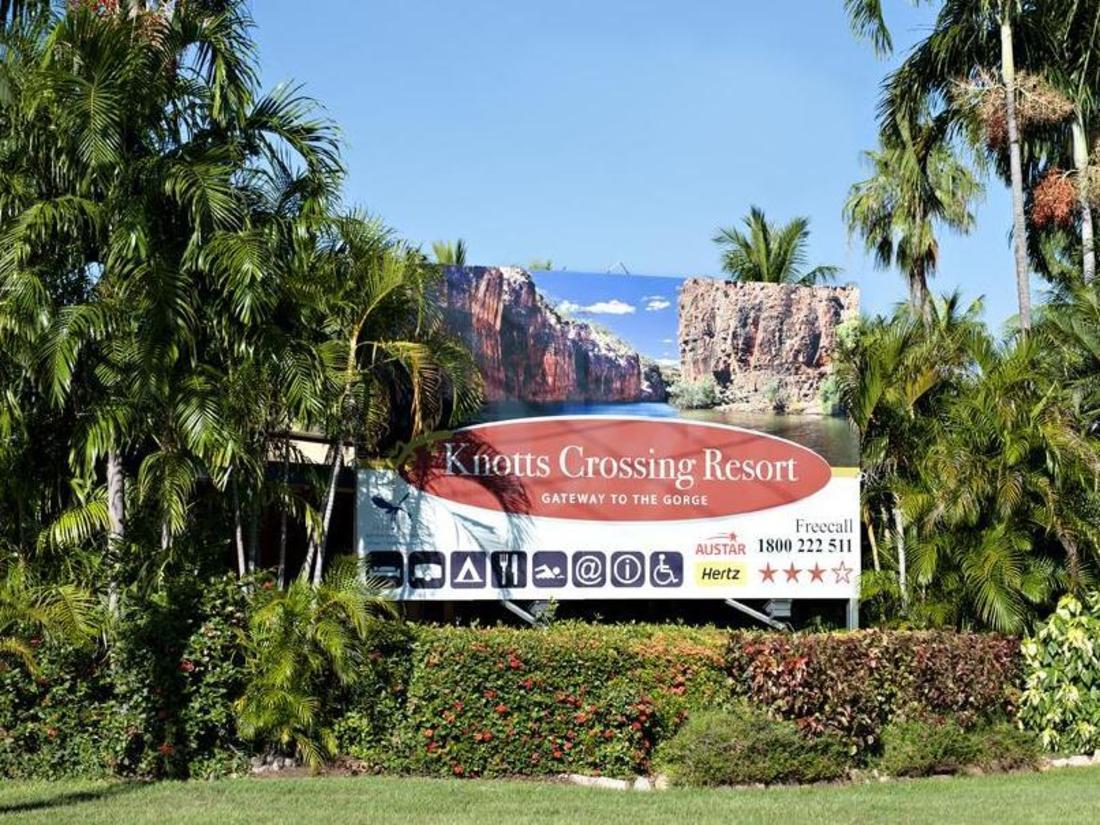 Knotts Crossing Resort Sign