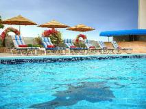 Rimal Rotana Hotel: roof top pool