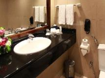 Rimal Rotana Hotel: bathroom