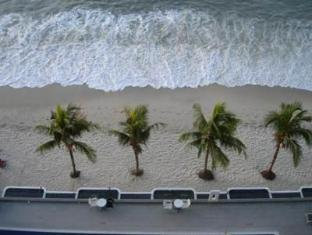 Naza Talyya Seaview Beach Hotel Penang - Beach