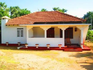 /whistle-stop-cafe-and-guesthouse/hotel/trincomalee-lk.html?asq=5VS4rPxIcpCoBEKGzfKvtBRhyPmehrph%2bgkt1T159fjNrXDlbKdjXCz25qsfVmYT