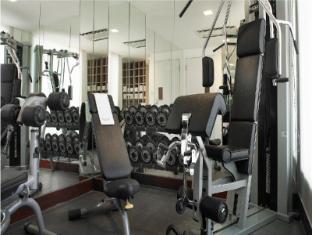 Naumi Hotel Singapore - Weights room