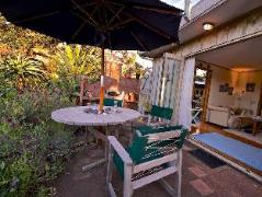 Bethells Beach Cottages | New Zealand Budget Hotels