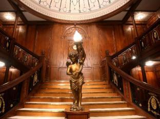 Luxor Hotel Las Vegas (NV) - Titanic Staircase