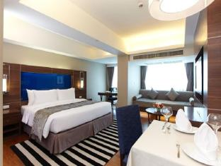 Legacy Suites Sukhumvit by Compass Hospitality Bangkok - One Bedroom Premier Suite - Spacious bedroom with King size
