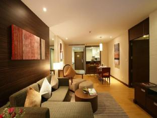 Legacy Suites Sukhumvit by Compass Hospitality Bangkok - One Bedroom Legacy Suite - Spacious living and dining area