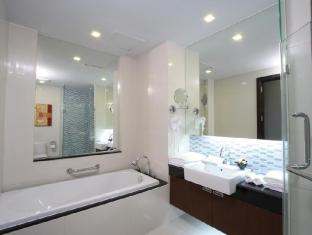 Legacy Suites Sukhumvit by Compass Hospitality Bangkok - Deluxe Studio - Ensuite bathroom for all Deluxe Studio room