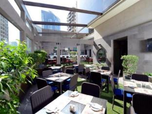 Grand Millennium Hotel Dubai Dubai - Belgian Beer Cafe Terrace