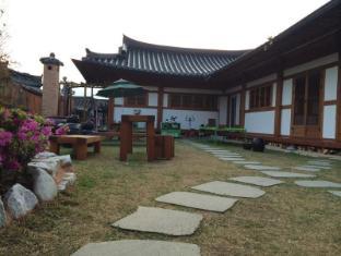 /ca-es/seoro-hanok-guesthouse/hotel/jeonju-si-kr.html?asq=vrkGgIUsL%2bbahMd1T3QaFc8vtOD6pz9C2Mlrix6aGww%3d