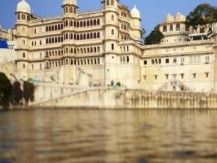 Shri Udai Palace Guest House