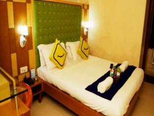 Stay Vista Rooms Near Marine Drive