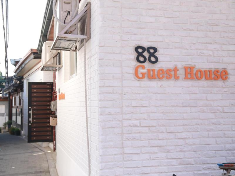88st ゲストハウス N カフェ