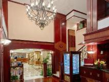 Riviera Hotel - lobby