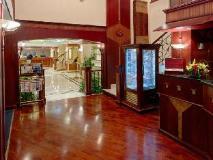 Riviera Hotel: lobby