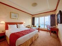 Riviera Hotel: guest room