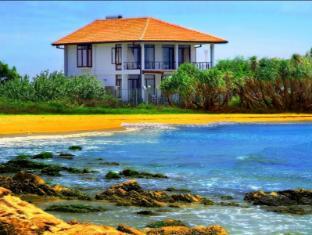 /nilaveli-bay-villa-trincomalee-entire-villa/hotel/trincomalee-lk.html?asq=5VS4rPxIcpCoBEKGzfKvtBRhyPmehrph%2bgkt1T159fjNrXDlbKdjXCz25qsfVmYT