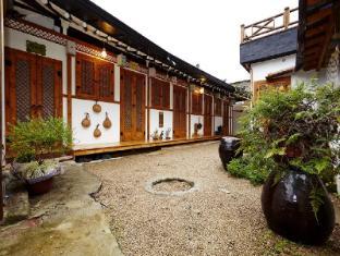 /ca-es/janedang-hanok-guesthouse-kyodong/hotel/jeonju-si-kr.html?asq=vrkGgIUsL%2bbahMd1T3QaFc8vtOD6pz9C2Mlrix6aGww%3d