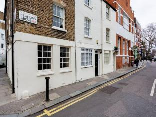 Veeve  Cottage St Albans Grove Kensington