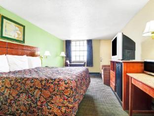Super 8 Nashville Hotel