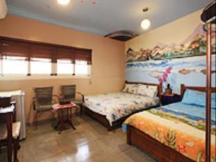 Color 612 Guest House