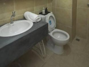 罗马广场酒店 普吉岛 - 卫浴间