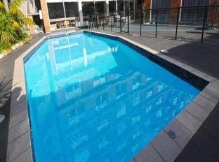 Royal Pacific Hotel Sydney - Swimming Pool