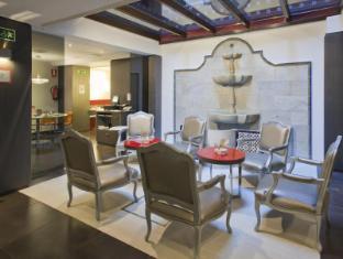 /fi-fi/ilunion-puerta-de-triana-hotel/hotel/seville-es.html?asq=vrkGgIUsL%2bbahMd1T3QaFc8vtOD6pz9C2Mlrix6aGww%3d