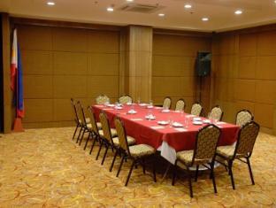 Crown Regency Hotel Makati Manila - Ballroom