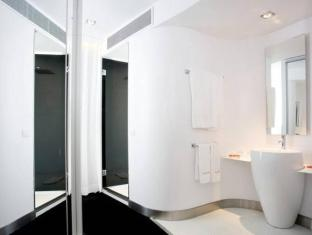 Room Mate Oscar Hotel Madrid - Bathroom