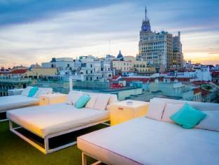 Room Mate Oscar Hotel Madrid - Balcony/Terrace