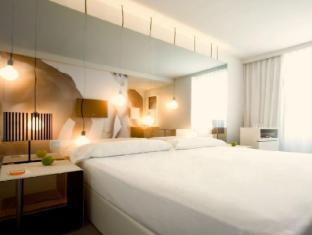 Room Mate Oscar Hotel Madrid - Guest Room