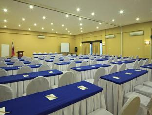 Microtel by Wyndham Davao Davao City - मीटिंग कक्ष
